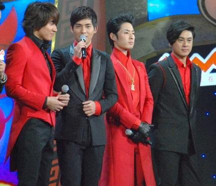 Trong chương trình, nhóm sẽ hát lại hai ca khúc nổi tiếng của mình là
