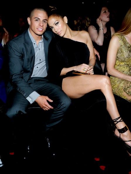 Cặp tình nhân chênh nhau tới gần hai mươi tuổi trông thật đẹp đôi và hạnh phúc