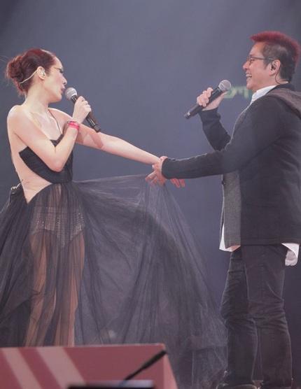 Nữ ca sĩ cận kề tuổi 40 với nghệ danh Shirley đã tổ chức hai đêm diễn liên tiếp tại Hồng Kông.
