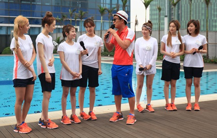 7 cô gái của T-ara có mặt tại bể bơi ở Hà Nội để ghi hình cho chương trình