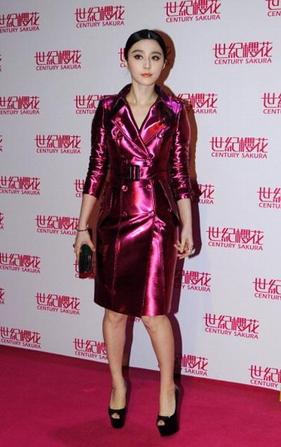 Hai ngày trước, Phạm Băng Băng cũng được mời làm khách của một buổi tiệc thời trang tại Thâm Quyến