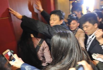 Fan chen lấn đề tiếp cận Phạm Băng Băng