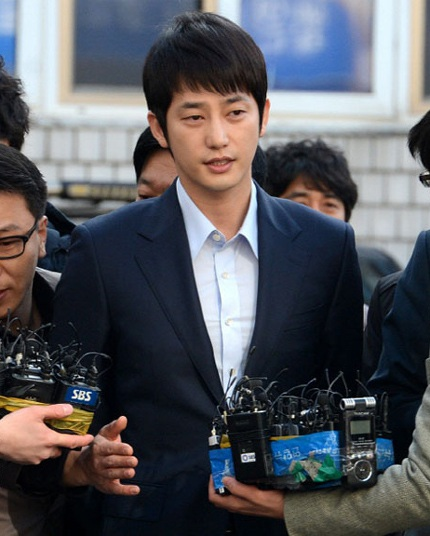 Người nhà và hàng xóm đều lên tiếng ủng hộ Park Shi Hoo và tin rằng anh sẽ sớm được giải oan.