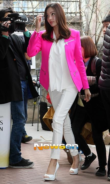 """""""Barbie xứ Hàn"""" mách nước mặc đẹp"""