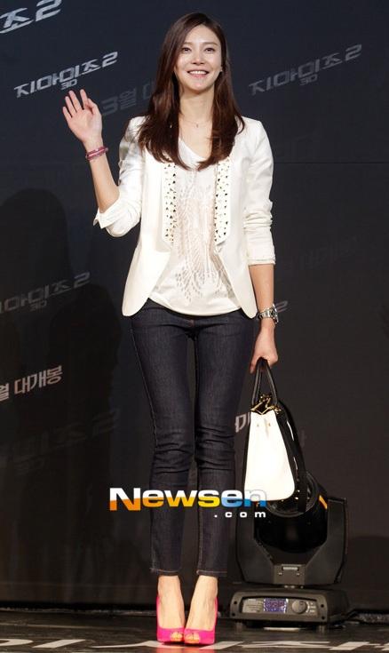 Một nữ diễn viên 9X khác là Park Shin Hye cũng ăn mặc rất thông minh và sành điệu.