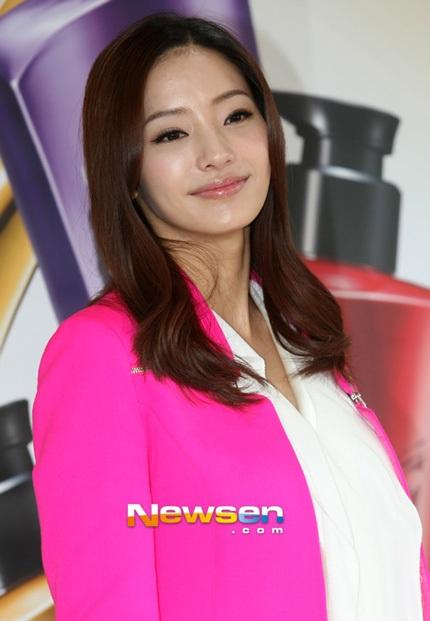 Dù bầu bí nhưng Han Chae Young không muốn dẹp bỏ công việc, cô muốn làm một bà mẹ năng động
