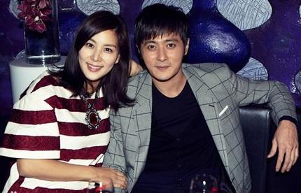 Jang Dong Gun xuất hiện cùng bà xã tại sự kiện, ngày 3/3.