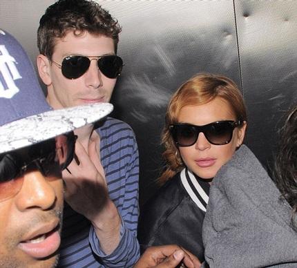 Lindsay Lohan bị phát hiện hò hẹn với nhạc sĩ Avi Snow