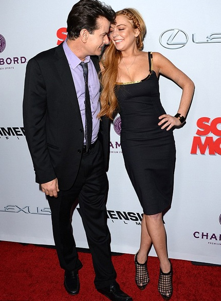 Lindsay thân mật với nam diễn viên 47 tuổi trong buổi họp báo giới thiệu bộ phim