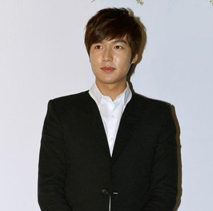 Ngôi sao trẻ Lee Min Ho cũng được mời tham dự lễ cưới.