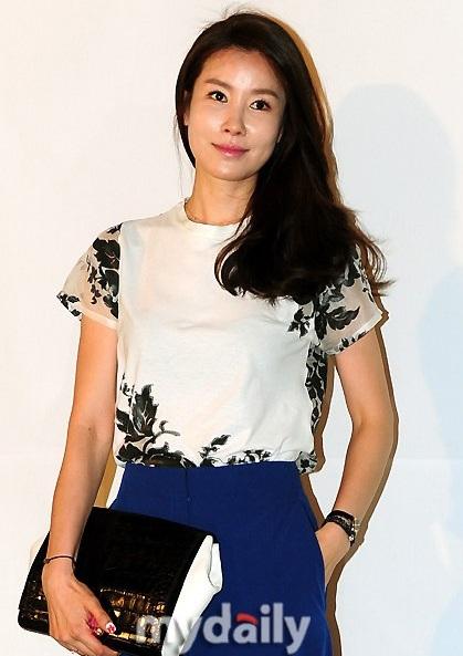 Nữ diễn viên của Những nàng công chúa nổi tiếng - Lee Tae Ran thanh lịch và dịu dàng.