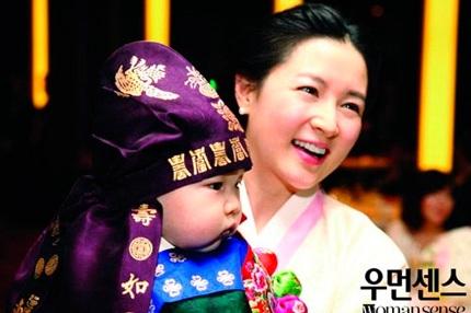 Bà mẹ nổi tiếng từng khoe ảnh hai con của mình trong một ấn phẩm phát hành vào năm ngoái.