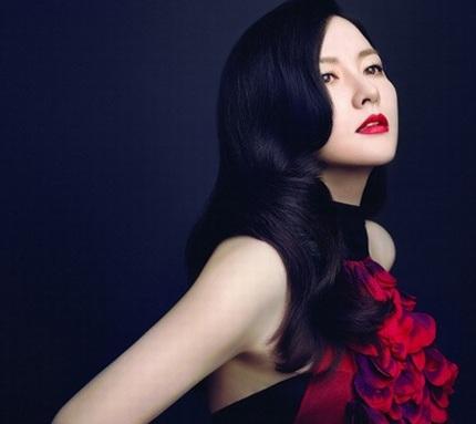 Đầu năm 2013, Lee Young Ae xuất hiện trên một tạp chí của Mỹ khi quảng cáo thực phẩm của Hàn Quốc.
