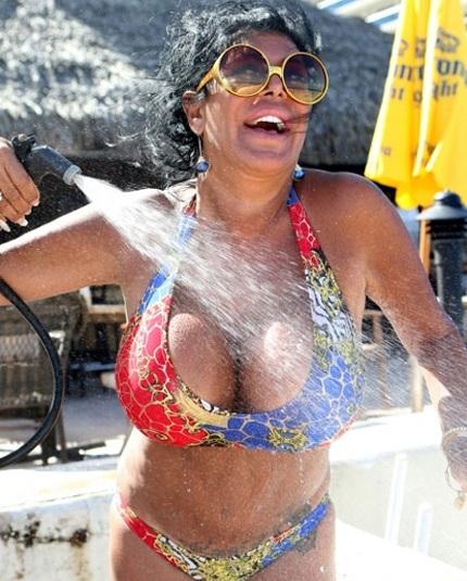 Angela Raiola là một ngôi sao truyền hình thực tế có tiếng tại Mỹ.