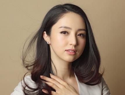 Đổng Tuyền cũng đã kết hôn từ hai năm trước với một nam đồng nghiệp