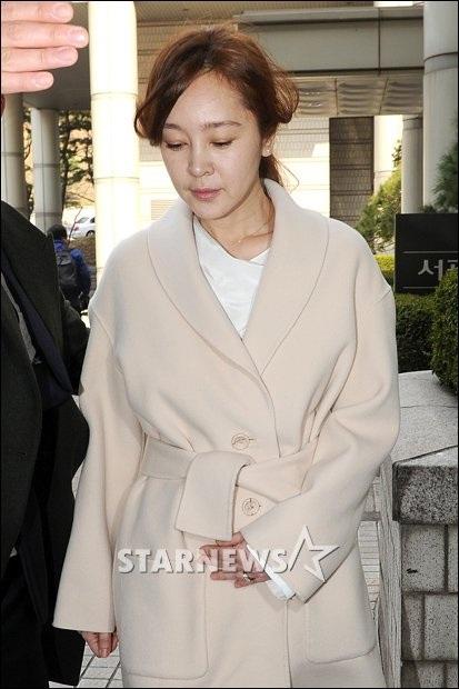 ...và Lee Seung Yeon tiếp tục ra hầu tòa vào ngày 8/4 vừa rồi.