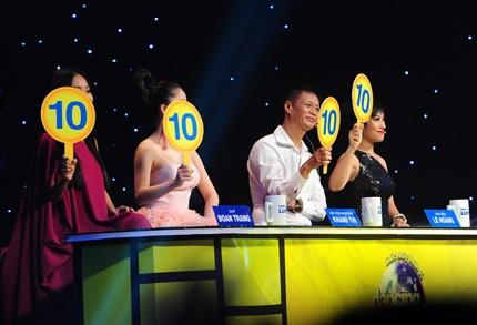 Bốn điểm 10 dành cho Lan Phương từ ban giám khảo