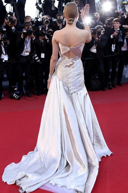 Nữ diễn viên 43 tuổi diện váy của Atelier Versace