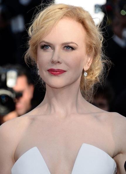 Vẻ đẹp hoàn hảo như tượng của nữ diễn viên 45 tuổi