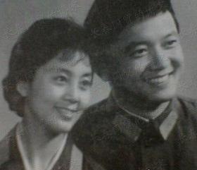 Diễn viên Vương Cương và người vợ đầu tiên, Đỗ Tiểu Quyên.