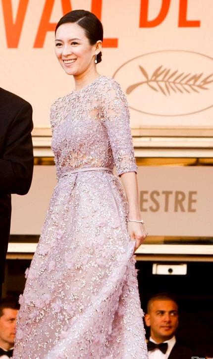 Hình ảnh của Chương Tử Di tại LHP Cannes lần thứ 66 rất thanh lịch và sang trọng