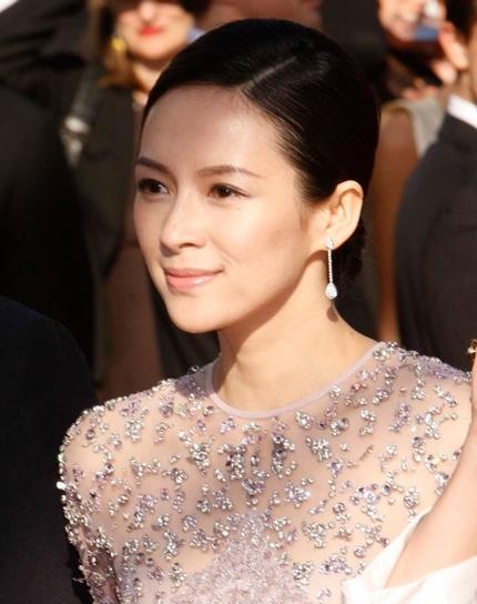 Nữ diễn viên Trung Quốc tạo dáng trước rừng máy ảnh