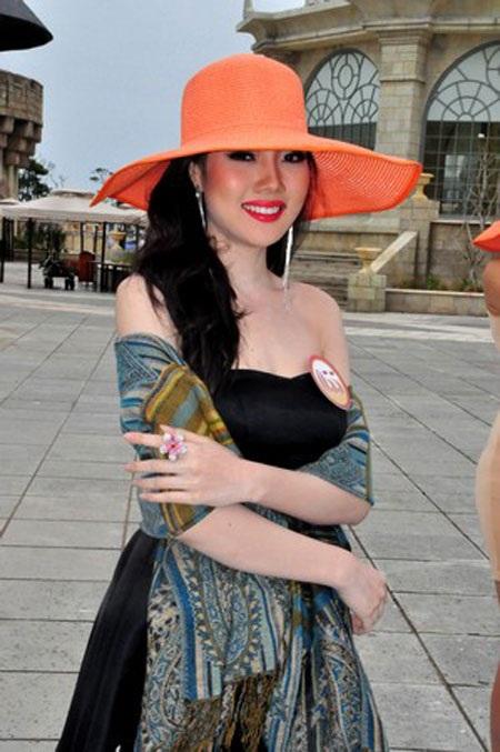 Diệp Hồng Đào khi là thí sinh của Hoa hậu Việt Nam 2012
