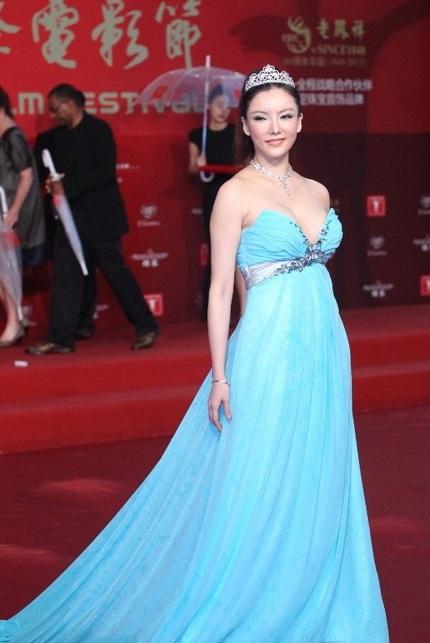 Người đẹp 41 tuổi Diana Pang gợi cảm chẳng kém các đàn em