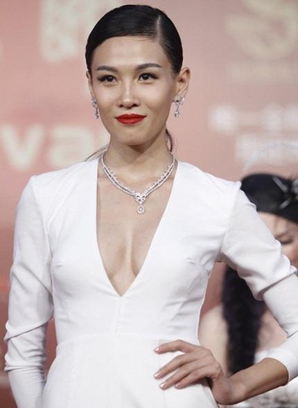 Người đẹp Tâm Lan tự tin khoe dáng vóc gợi cảm trên thảm đỏ