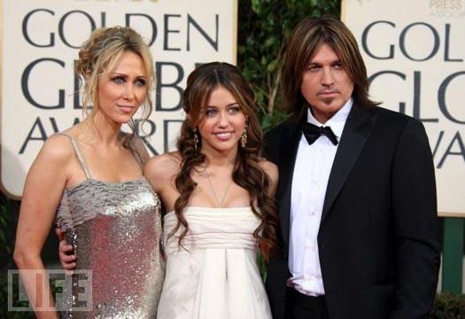 Miley Cyrus và cha mẹ ruột