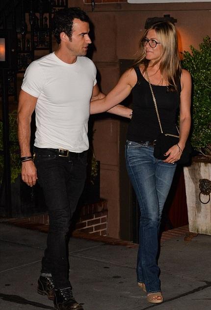 Jennifer và Justin đã trì hoãn đám cưới hơn nửa năm nay vì cả hai đều quá bận rộn.