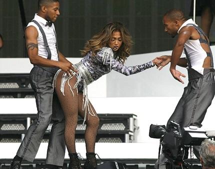 Một trong những động tác vũ đạo sexy nhất của Jennifer trên sân khấu