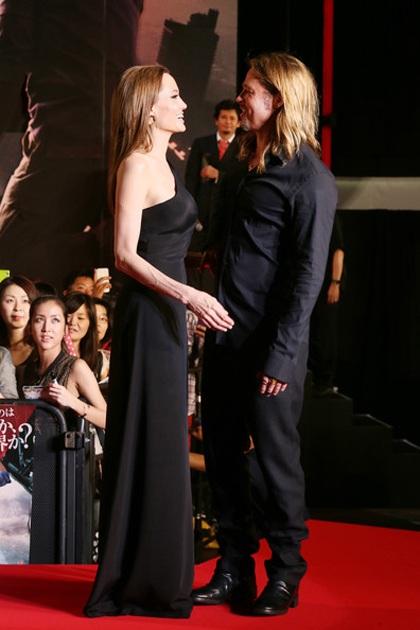 Angelina Jolie sánh đôi bên Brad Pitt trong ngày ra mắt bộ phim World War Z tại Tokyo, Nhật bản.