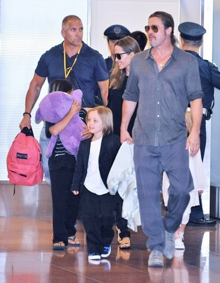 Brad Pitt và Angelina Jolie cùng các con đặt chân tới Nhật Bản vài ngày trước.