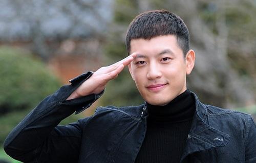 Se7en bị phạt 10 ngày bóc lịch trong nhà lao quân sự vì vi phạm kỷ luật quân đội