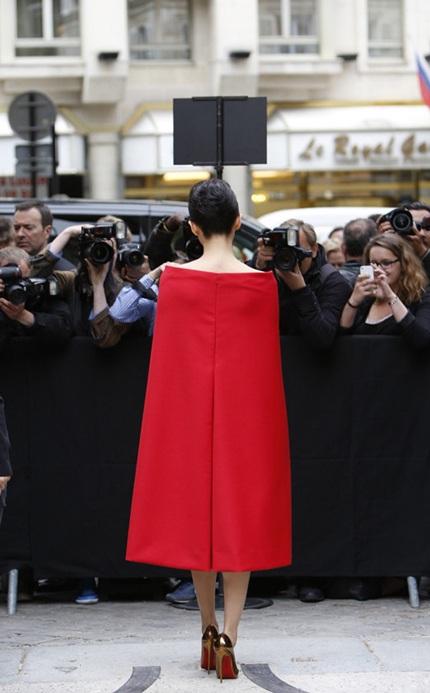 Ngôi sao Trung Quốc được giới truyền thông và người hâm mộ tại Pháp chào đón.
