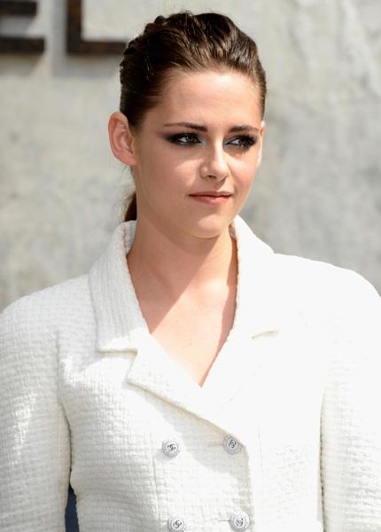 Nụ cười hiếm hoi của Kristen Stewart