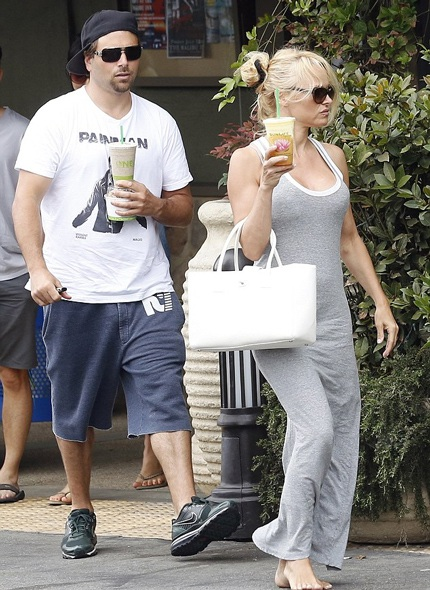 Pamela Anderson gần đây bị bắt gặp tái hợp với chồng cũ - Rick Salomon