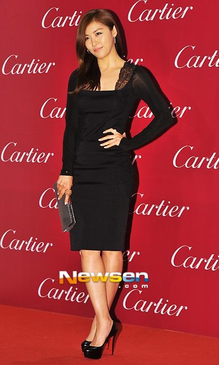 Ha Ji Won tinh tế với đầm màu đen