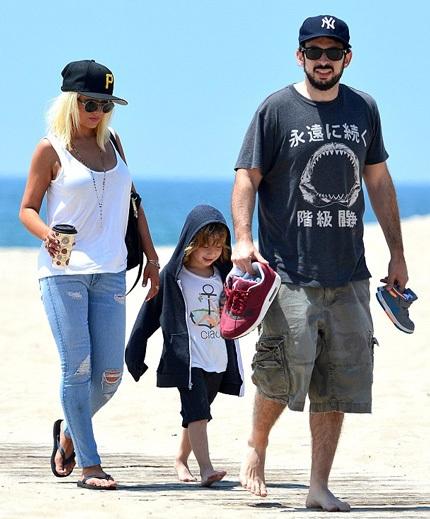 Christina đi chơi cùng con trai và chồng cũ