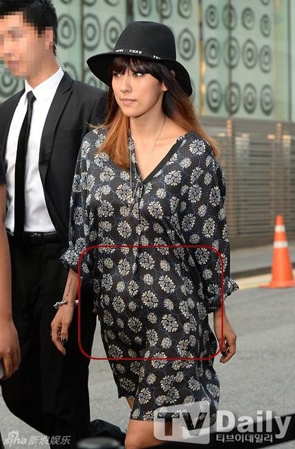 Vòng hai to bất thường của Lee Hyori khiến người ta nghi ngờ cô đang mang bầu