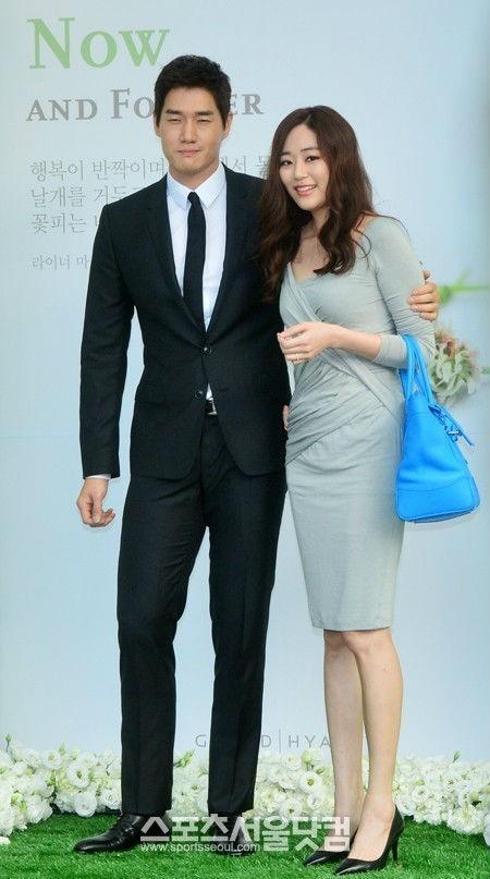 Vợ chồng Yoo Ji Tae và Kim Hyo Jin