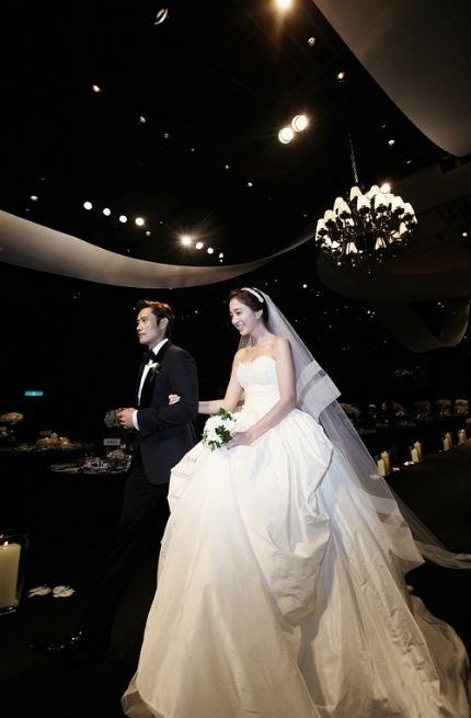 Lễ cưới được chủ trì bởi