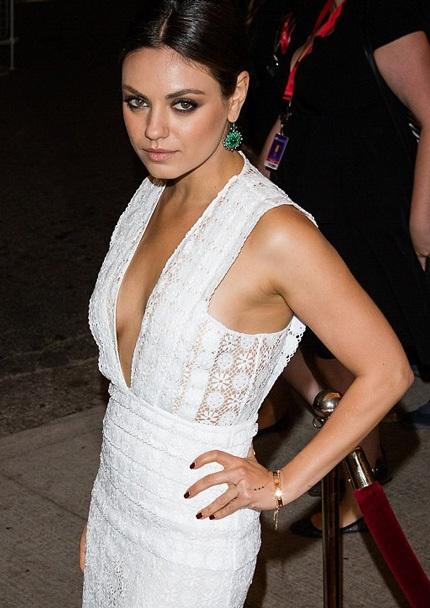 Mila Kunis - bạn gái hiện tại của Ashton Kutcher