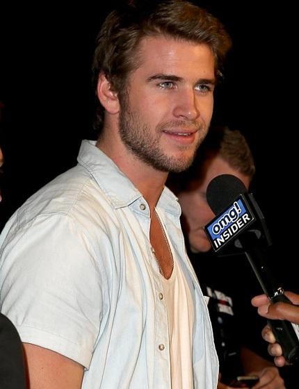 Liam đã xác nhận với người hâm mộ rằng, anh và Miley đã chia tay sau 2 năm gắn bó