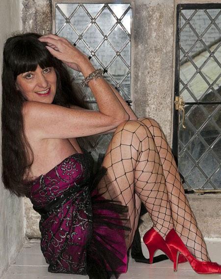 Người mẫu 62 tuổi Suzy Moty sở hữu thân hình của một cô gái tuổi đôi mươi