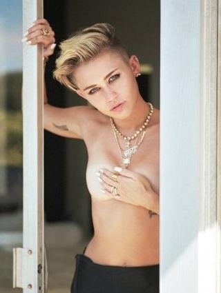 Loạt ảnh khoe thân táo bạo của Miley trên tạp chí Rolling Stone lại khiến các fan xôn xao