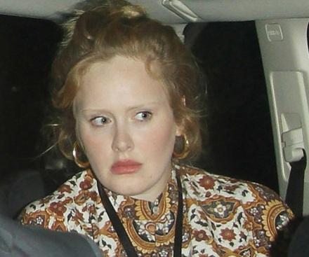Adele ăn mặc giản dị và trang điểm nhẹ khi tới xem đêm diễn của Lady Gaga