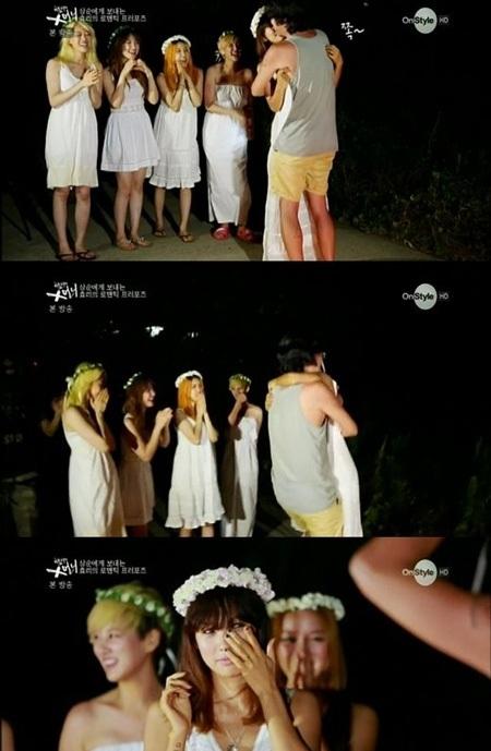 Lee Hyori rơi lệ khi được bạn trai ôm và hôn lên môi.