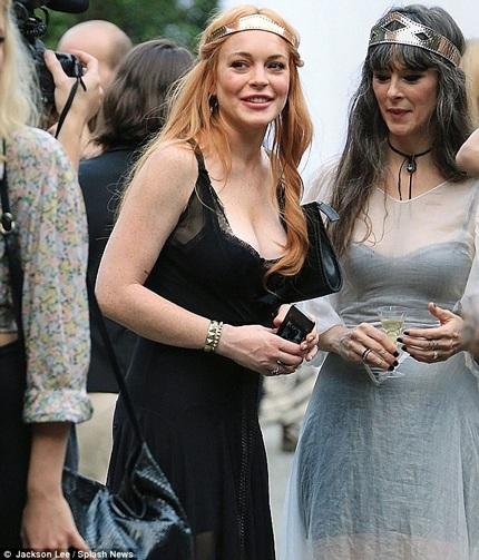 Lindsay Lohan tươi tắn và khỏe mạnh khi làm khách tại tuần lễ thời trang New York